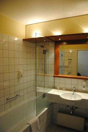 Hotel Mercure Wien Westbahnhof: bagno della camera