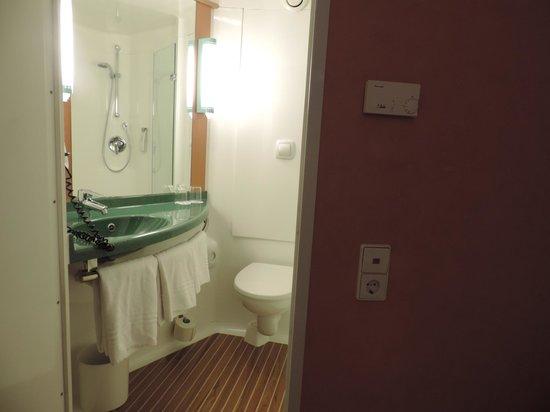 ibis Frankfurt City Messe: Banheiro