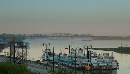 Sleep Inn at Court Square: Morning view of the Mississippi River
