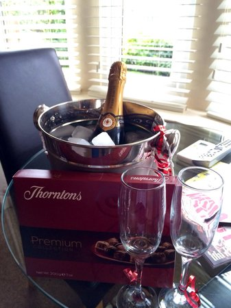 The Bath House: Champagne on arrival