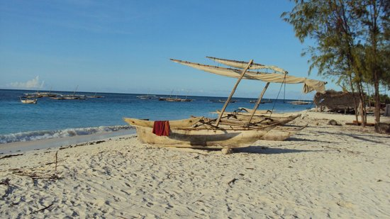 Mnarani Beach Cottages: Dhows