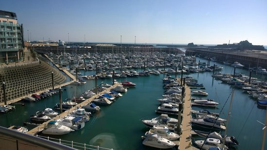 Radisson Blu Waterfront Hotel, Jersey: View of harbour
