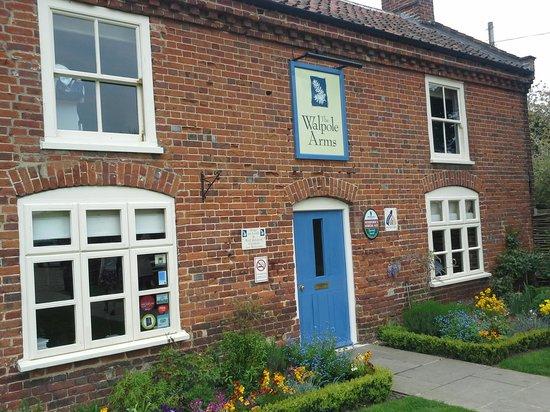 The Walpole Arms: exterior