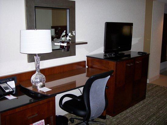 Marriott St. Louis West: Desk