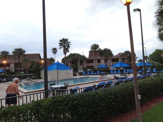Polynesian Isles Resort : Pool area