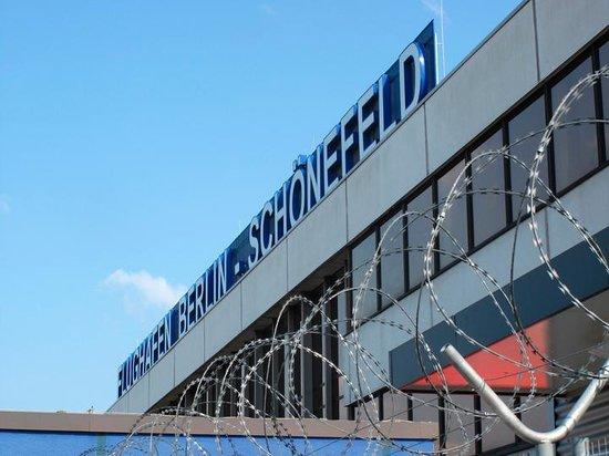 Adina Apartment Hotel Berlin Checkpoint Charlie: Schonefeld Airport Berlin