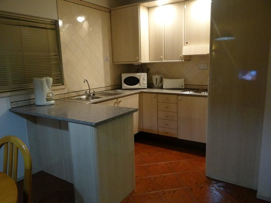 Turim Estrela do Vau Hotel: kitchen area in studio apartment