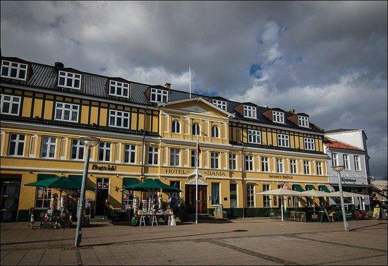 Hotel Dania : Hotel exterior