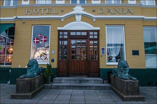 Hotel Dania : Hotel entrance