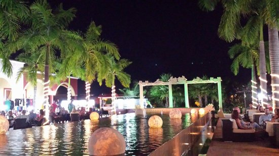 Ocean Maya Royale: Courtyard at night