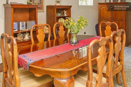 Casa de Familia: Dining room