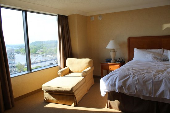 Little Rock Marriott : Room 1930 Heat pentrating then glass Window was brutal!