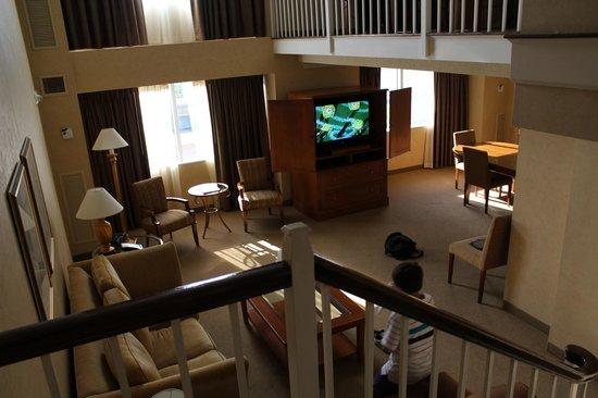 Little Rock Marriott : living area in room 1930