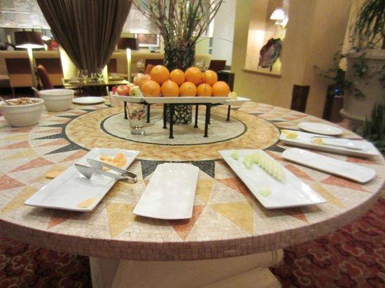Little Rock Marriott : Arrived to empty buffet at 9AM still not filled by 10AM