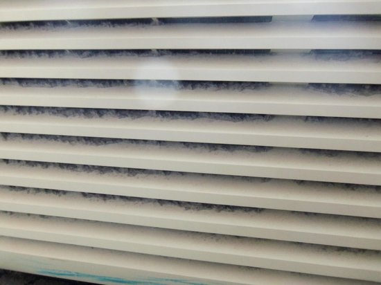 SpringHill Suites Long Island Brookhaven: Close up of dust & dirt in A/C grill