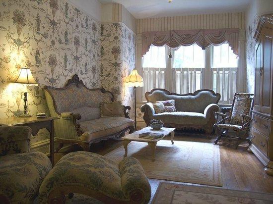 Hansen House Mansion Guest House: Elizabeth's livingrm