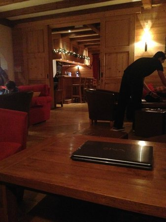 Mountain Lodge: Lounge bar area