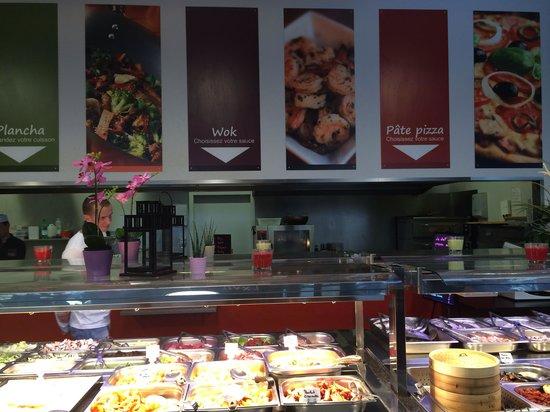 Blotzheim, France: buffet a volontee