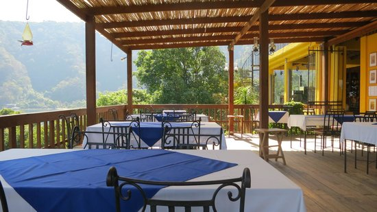 Hotel Toliman: The restaurant patio