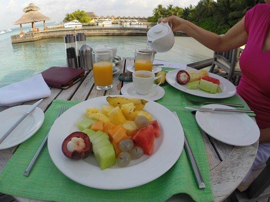 Baros Maldives: Breakfast