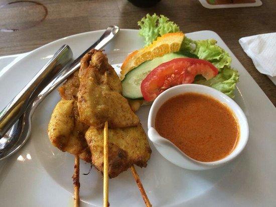 O-Sha Thai-Restaurant: Vorspeise satee- spieße mit Erdnusssoße