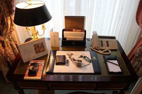 The Ritz London : Room Details