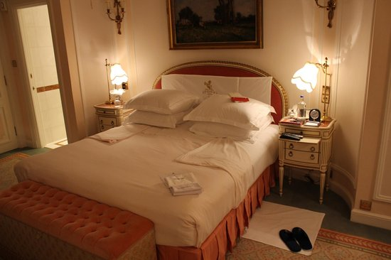 The Ritz London : The Famous Ritz Turndown.