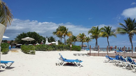 Ocean Maya Royale: Beautiful, white sandy beach!