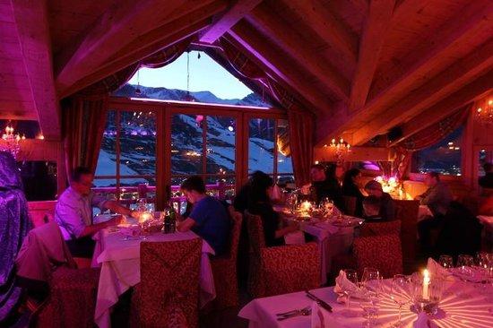Angels & Demons Restaurant: La vista dietro alla sala