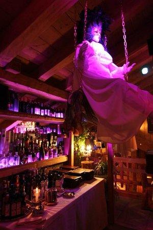Angels & Demons Restaurant: L'angelo in altalena