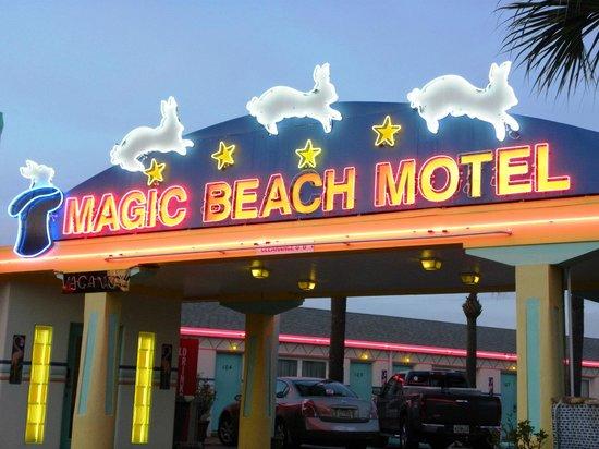 Magic Beach Motel: Sign