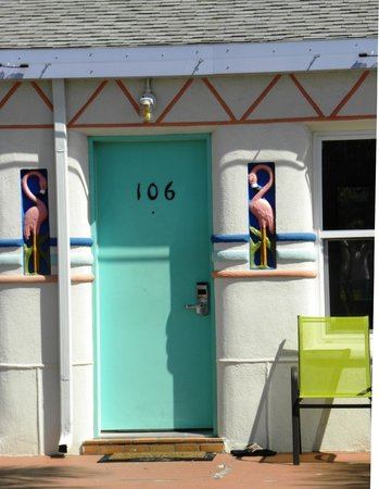 Magic Beach Motel: Redone outside