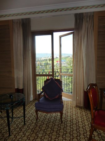 Sheraton Addis, a Luxury Collection Hotel: Small balcony