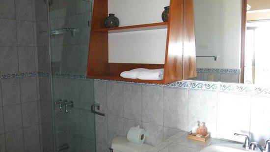 Hotel Chantel: Bathroom