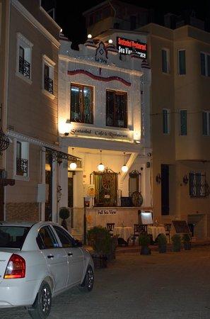 Sufi Apart Hotel: Вход в отель. Слева.