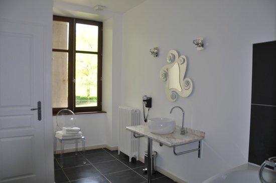 Hotel Chateau le Sallay: salle de bain