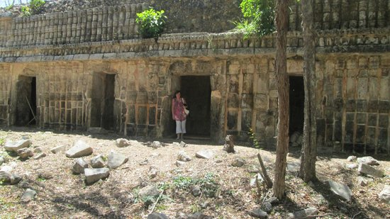 Sayil : Mayan temples still buried in undergrowth