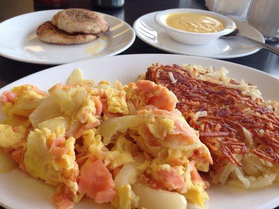 Robert's Restaurant: Eggs & Nova with a side of hollandaise