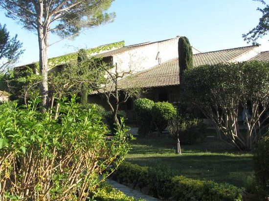Auberge de Cassagne & Spa : hotel from garden