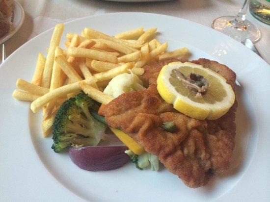 Steffani Restaurant: Bistecca viennese con patate fritte e verdura mista.