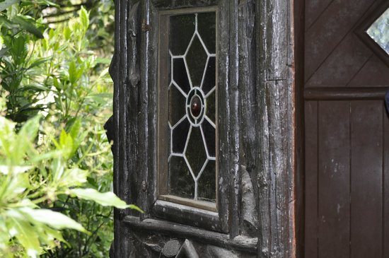 Peckover House: A window in the summer house