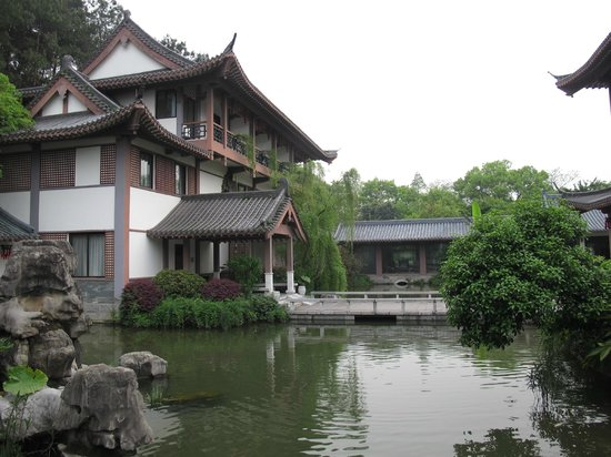 Guilinyi Royal Palace: The hotel grounds