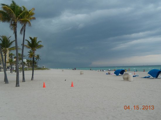 Caribbean Resort by the Ocean : Hollywood Beach, maybe 100 feet from room