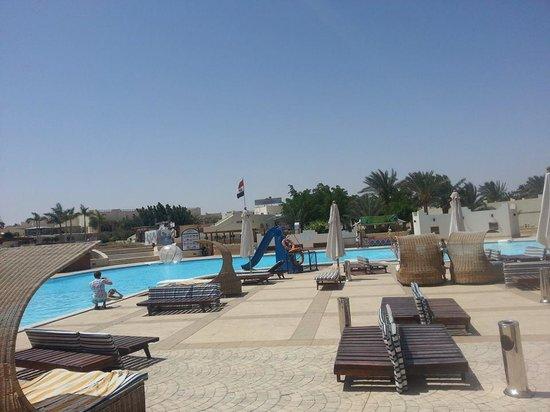 Coral Beach Resort: Pool Area