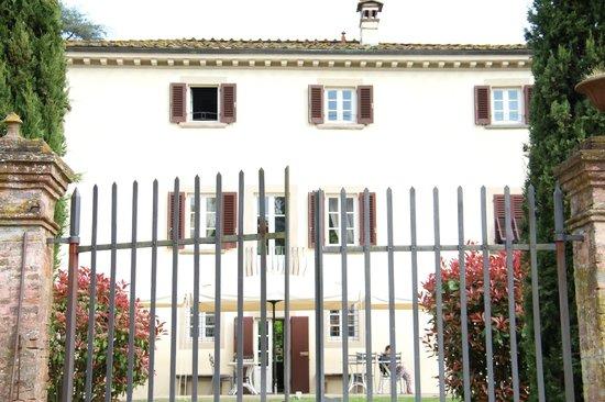 Albergo Villa Marta : Front from road