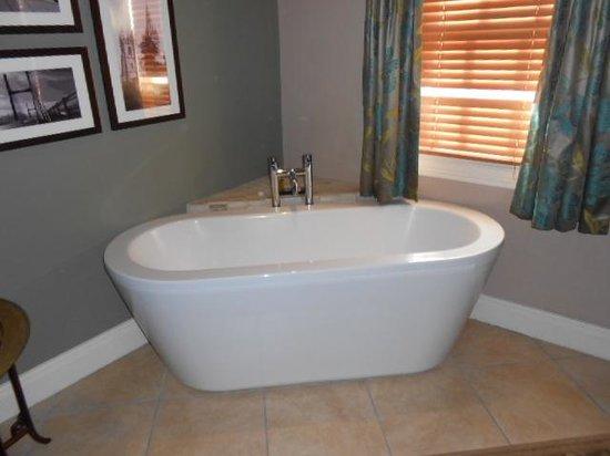 Maltsters: Bath in room 4