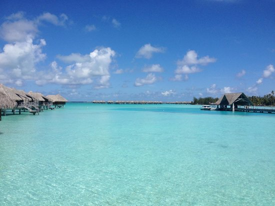 InterContinental Bora Bora Resort & Thalasso Spa : My favorite view right as you step onto the walkway