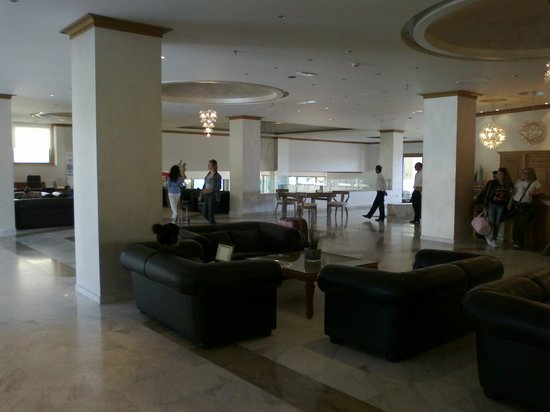 Mitsis Rodos Maris Resort & Spa: lobby - sea view in distance