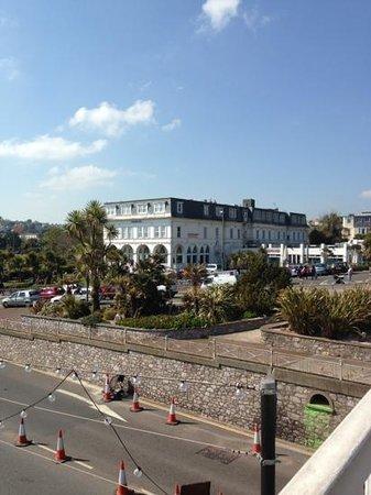 Premier Inn Torquay Hotel: hotel from bridge to the beach