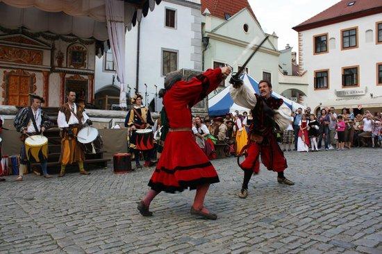 Historic Center of Cesky Krumlov : Местные развлечения :)